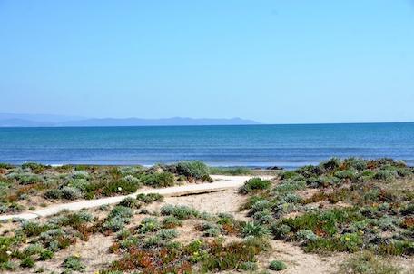 location studio bord de mer à hyeres var cote d'azur vue sur la baie